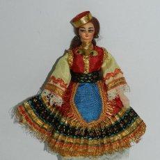 Muñecas Españolas Modernas: MUÑECA CON TRAJE REGIONAL, REALIZADA EN PLASTICO, MIDE 18 CMS.. Lote 43856904