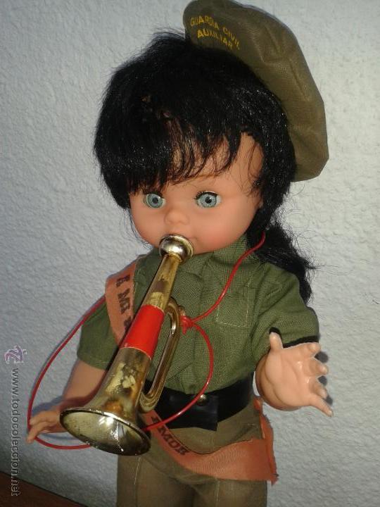 Muñecas Españolas Modernas: Muñeca recuerdo del servicio militar mili *A mi novia con amor* Guardia Civil Auxiliar años 70 - Foto 2 - 45440703