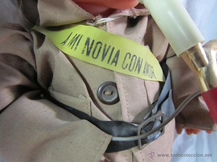 Muñecas Españolas Modernas: Muñeco militar con trompeta. Recuerdo del CIR - Foto 6 - 163785121