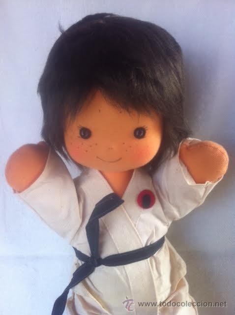 Muñecas Españolas Modernas: Precioso muñeco de tela ,vestido de judo o karate , de los 70. No jugado - Foto 2 - 46139355