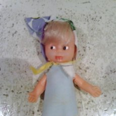 Muñecas Españolas Modernas: PEQUEÑA MUÑECA DE PLASTICO DURO. Lote 52863318