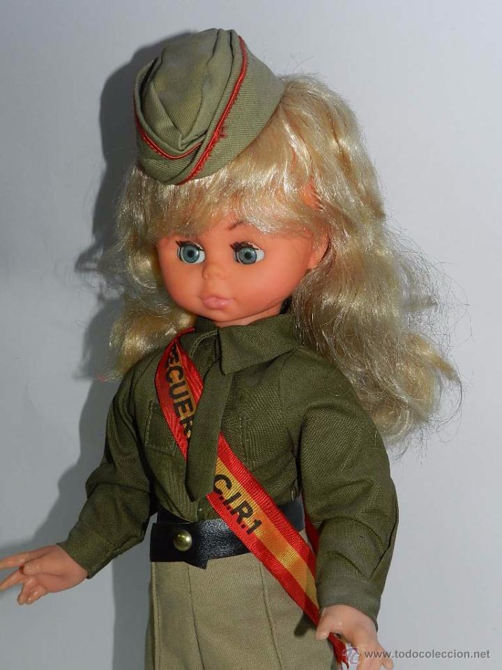 Muñecas Españolas Modernas: Típica muñeca de recuerdo del servicio militar, esta es del CIR nº 1. Misma altura que una Nancy uno - Foto 3 - 83265476
