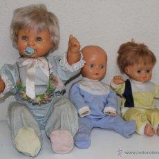 Muñecas Españolas Modernas: MU030 LOTE DE 3 BEBÉS. DOS DE ELLOS DE FAMOSA. ESPAÑA. S. XX. Lote 51333008