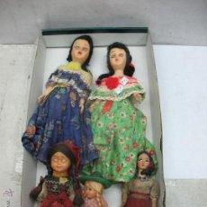Muñecas Españolas Modernas: LOTE DE CINCO MUÑECAS ANTIGUAS DE PLÁSTICO CON TRAJES REGIONALES . Lote 55094949