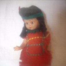 Muñecas Españolas Modernas: PEQUEÑA MUÑECA INDIA, DÉCADA AÑOS 60. Lote 57168773
