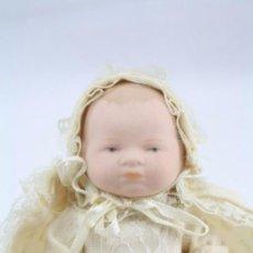Muñecas Españolas Modernas - Pequeño Muñeco / Bebé de Porcelana Biscuit - Faldón de Bautizo - Altura 13 cm - 57230442