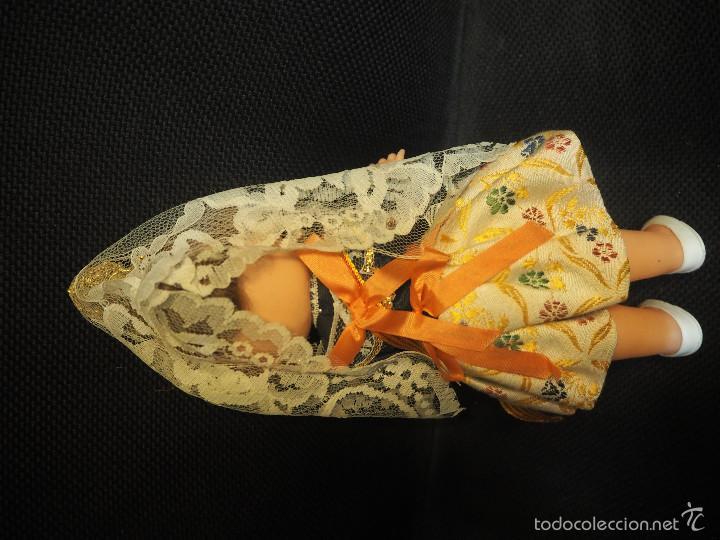 Muñecas Españolas Modernas: Bonita muñeca de plastico vestida de Valenciana. Muy completa. Altura total 24 cm - Foto 2 - 60336215