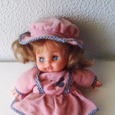 Moderne spanische Puppen - muñeca con cara de plástico y cuerpo con relleno de bolitas, años 70 - 62604372