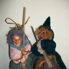 Muñecas Españolas Modernas: PAREJA DE BRUJAS. UNA RÍE Y SE LE ENCIENDEN LOS OJOS DE ROJO. Lote 64906103