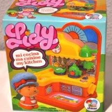 Muñecas Españolas Modernas: MODELO 3: MUÑECA LILY LIDY MI COCINA. MARCA CHICOS AÑOS 80. [NUEVA Y PRECINTADA] MY KITCHEN. Lote 194968946