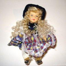 Muñecas Españolas Modernas: HERMOSA MUÑECA RUBIA DE PORCELANA RETRO. Lote 69503535