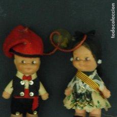 Muñecas Españolas Modernas: PAREJA DE MUÑECOS CON TRAJES REGIONALES MIDEN 10 CM APROXIMADAMENTE F342. Lote 67818161