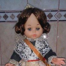 Muñecas Españolas Modernas: SINTRA DE BERJUSA TRAJE REGIONAL VALENCIANA , AÑOS 70. Lote 72943339