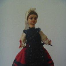 Muñecas Españolas Modernas: PEQUEÑA MUÑECA ARTICULADA ASTURIANA O GALLEGA. CIERRA LOS OJOS. Lote 81947040