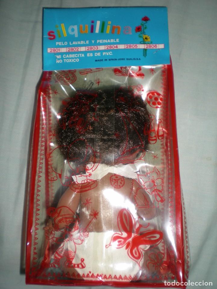 Muñecas Españolas Modernas: muñeco negro+ biberon y babero silquillin o silquillina de silqui jose quilis spain años 70 nuevo - Foto 4 - 103143096