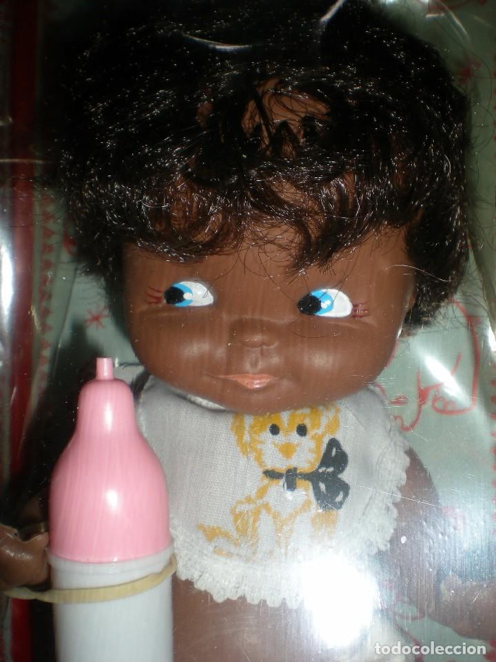 Muñecas Españolas Modernas: muñeco negro+ biberon y babero silquillin o silquillina de silqui jose quilis spain años 70 nuevo - Foto 7 - 103143096