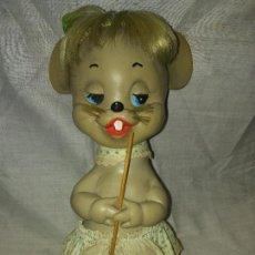Muñecas Españolas Modernas: MUÑECA DE GOMA RATITA PRESUMIDA DE FLORIDO. Lote 87667000
