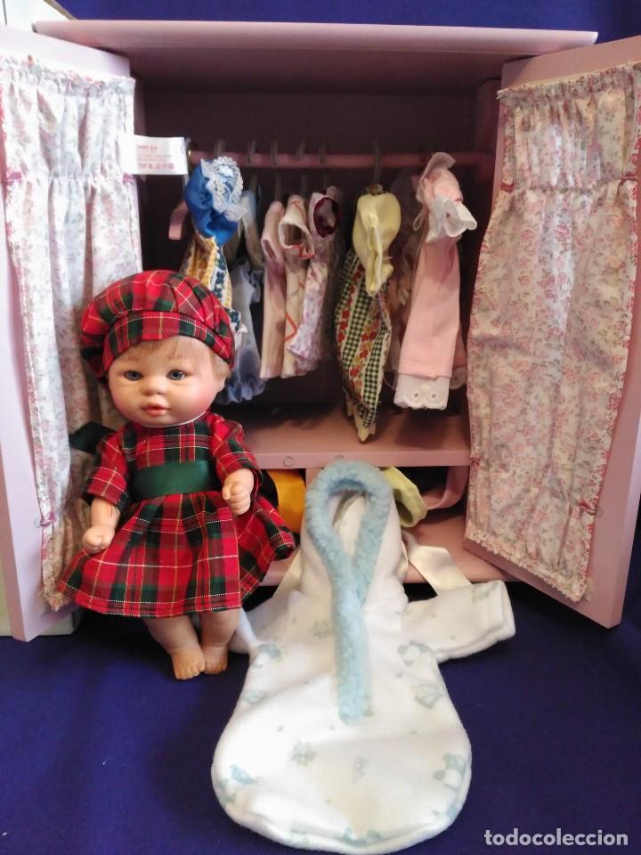 Muñecas Españolas Modernas: Armario madera lacada LA NINA,con Bomboncito y lote de ropa. - Foto 3 - 88845424