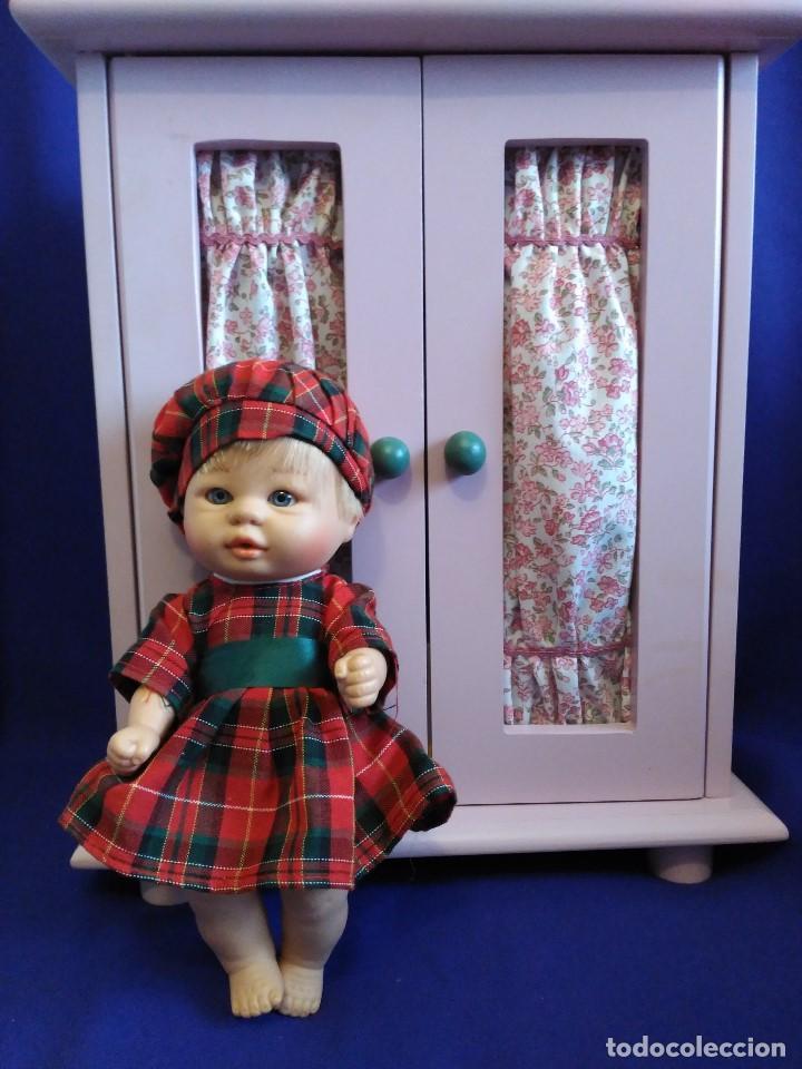 Muñecas Españolas Modernas: Armario madera lacada LA NINA,con Bomboncito y lote de ropa. - Foto 5 - 88845424