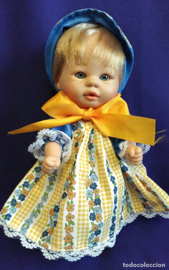 Muñecas Españolas Modernas: Armario madera lacada LA NINA,con Bomboncito y lote de ropa. - Foto 11 - 88845424