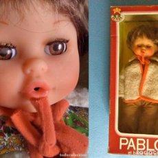 Muñecas Españolas Modernas: MUY RARO MUÑECO PABLO DE TOYSE EN CAJA - TAMAÑO NANCY - DA BESOS - AÑOS 70 - PONGO MUCHAS FOTOS. Lote 84851268