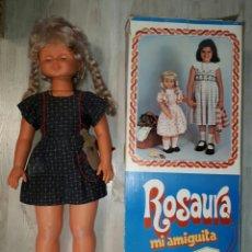 Muñecas Españolas Modernas: MUÑECA ROSAURA GIGANTE DE JESMAR TODO ORIGINAL. BUEN ESTADO. ROPA, ZAPATOS, DISCOS Y BOLSITO + CAJA . Lote 89587006