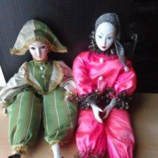 Muñecas Españolas Modernas: 2 ARLEQUINES DE PORCELANA Y TELA - ALTURA DE 57 Y 51 CM . Lote 91545630