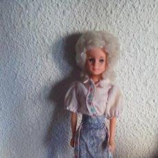 Muñecas Españolas Modernas: MUÑECA MANIQUI TIPO BARBIE TONG BETTY TEEN. Lote 99509063
