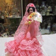Muñecas Españolas Modernas: MUÑECA DE PLÁSTICO CON VESTIDO DE GITANA Y ABANICO. 19 CMS. ALTURA.. Lote 101985051