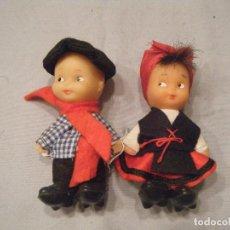 Muñecas Españolas Modernas: PAREJA DE MUÑECOS DEL PAÍS VASCO. AÑOS 80. Lote 102429103