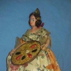 Muñecas Españolas Modernas: ANTIGUA MUÑECA LAYNA VALENCIANA CON PAELLA EN MUY BUEN ESTADO ORIGINAL. Lote 104632759