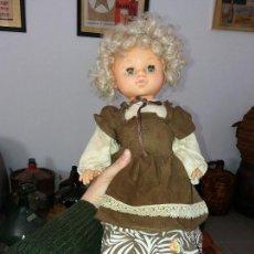 Muñecas Españolas Modernas: ANTIGUA MUÑECA RUBIA ESPAÑOLA MARCA JESMAR MADE IN SPAIN PELO RUBIO AÑOS 70. Lote 108437879