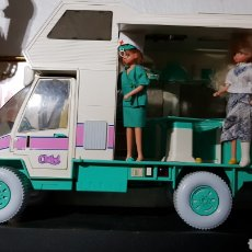 Uvimovil ambulancia de chabel + muñecas . Funciona