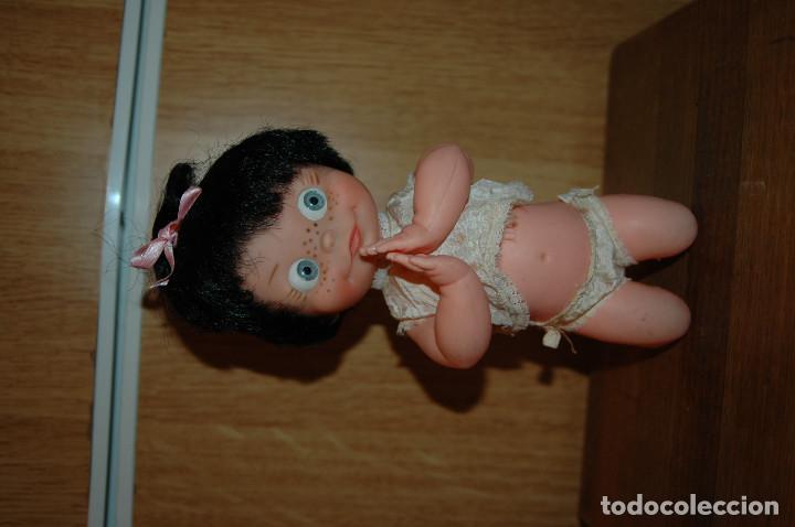 Muñecas Españolas Modernas: MUÑECA REZANDO TIPO VAMOS A LA CAMA. POSIBLE FAMILIA TELERIN AÑOS 60 VER FOTOS - Foto 3 - 119925083