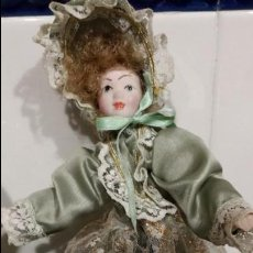 Muñecas Españolas Modernas: MUÑECA DE PORCELANA .DE FINA INGLES.. Lote 129803815
