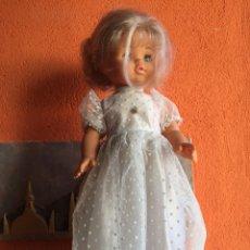 Muñecas Españolas Modernas: MUÑECA BB CON VESTIDO DE COMUNIÓN - PRECIOSOS OJOS AZULES. Lote 134497502