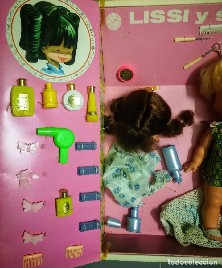 Muñecas Españolas Modernas: ANTIGUA CAJA COMPLETA DE LA MUÑECA LISSI Y SUS JUEGOS - DE GUILLEM Y VICEDO - AÑOS 70 - EN PERFECTO - Foto 4 - 134884374