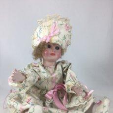 Muñecas Españolas Modernas: MUÑECA DE PORCELANA - AÑOS 70 - MARCA INCISA EN NUCA - R. INGLÉS. Lote 136188024