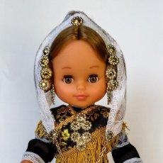 Muñecas Españolas Modernas: MUÑECA SERENINA Mª SALUD 35 CM COLECCIÓN SALMANTINA O CHARRA FOLK ARTESANÍA, NUEVA Y ORIGINAL.. Lote 137595674