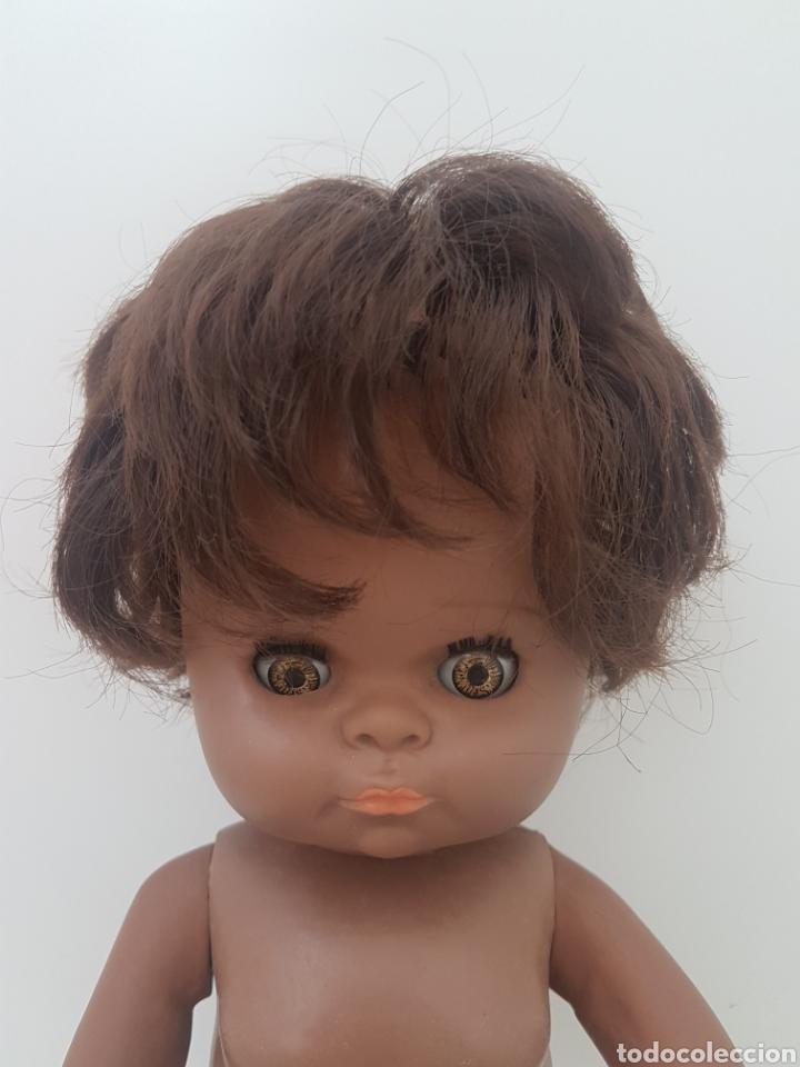 Muñecas Españolas Modernas: Muñeca negra. Años 70. Ojos marrones - Foto 2 - 142000633