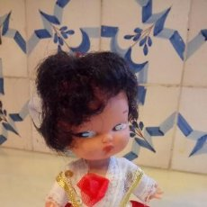Muñecas Españolas Modernas: ANTIGUA MUÑECA ESPAÑOLA CON VESTIDO TRADICIONAL. Lote 142784226