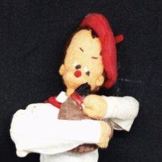 Muñecas Españolas Modernas: MUÑECO DE FIELTRO REGIONAL NAVARRA *** 20 CMS. Lote 143165586