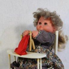 Muñecas Españolas Modernas: MUÑECA NICASIA DE ESVI PELIRROJA AUTÓMATA BOLILLOS . Lote 145669630
