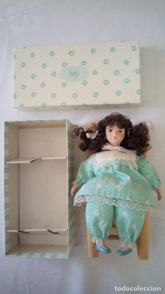 Muñecas Españolas Modernas: CTC - MUÑECA DE PORCELANA DE ARTESANOS FANÁS EN SU CAJA ORIGINAL CON SU SILLA A JUEGO - IDEAL - Foto 6 - 146449370