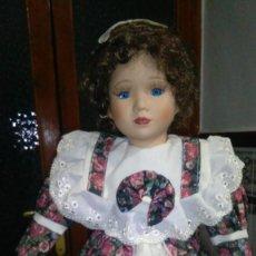 Muñecas Españolas Modernas: MUÑUECA ESPAÑOLA ANTIGUA DE PORCELANA SOBRE DECADA AÑOS 80. Lote 149959762