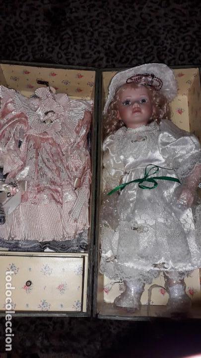 Muñecas Españolas Modernas: MUñECA DE PORCELANA CON SU BAUL Y SU ROPA, MUÑECA DE PORCELANA, MUñECA ANTIGUA - Foto 7 - 150578122