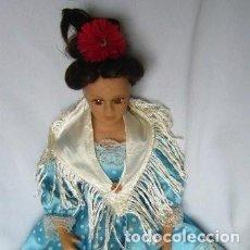 Muñecas Españolas Modernas: MUÑECA DE PORCELANA VESTIDO DE SEVILLANA . Lote 150590494