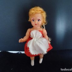 Muñecas Españolas Modernas: MUÑECA ANTIGUA DE PLASTICO DURO. Lote 150673178