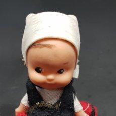 Muñecas Españolas Modernas: PEQUEÑA MUÑECA TRAJE REGIONAL - CAR01. Lote 150787360