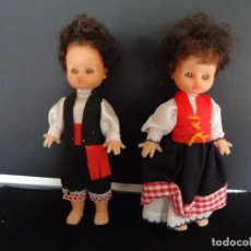 Muñecas Españolas Modernas: PAREJA DE MUÑECAS DE PLASTICO CON TRAJE REGIONAL. Lote 151714378